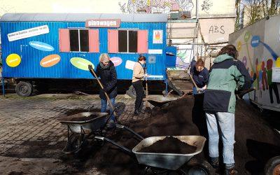 Aktionstag im Garten mit FÖJlern und Mitstreiter*innen aus der Klimabewegung